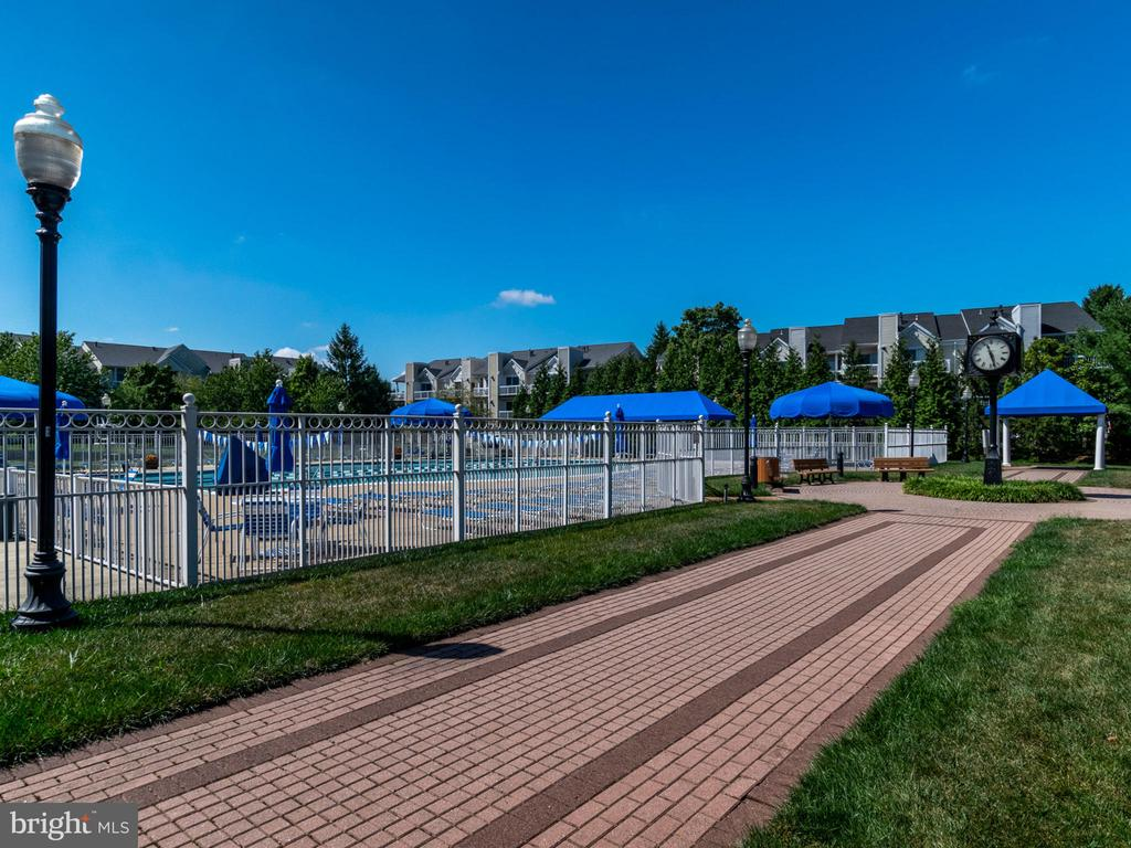 One of several outdoor pool areas - 20577 SNOWSHOE SQ #301, ASHBURN
