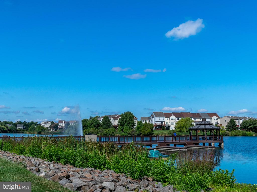 Walk out to gazebo for lake views - 20577 SNOWSHOE SQ #301, ASHBURN