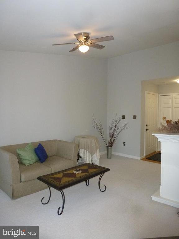 Penthouse unit with vaulted ceilings - 20577 SNOWSHOE SQ #301, ASHBURN