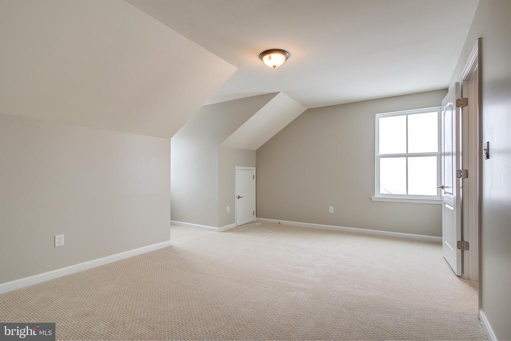 Sitting Area/Office in Primary Bedroom - 42130 CHERRY SPRING LN, LEESBURG