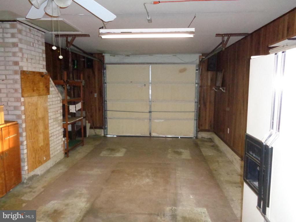 GARAGE - 532 MERLINS LN, HERNDON