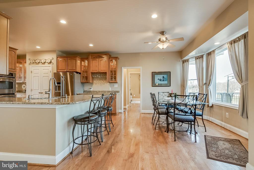 Bright breakfast room - 42070 SADDLEBROOK PL, LEESBURG