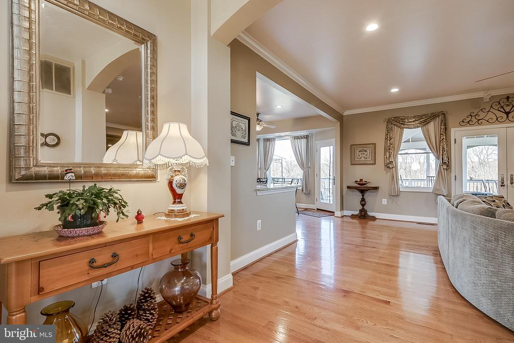 Hardwoods throughout the main level - 42070 SADDLEBROOK PL, LEESBURG