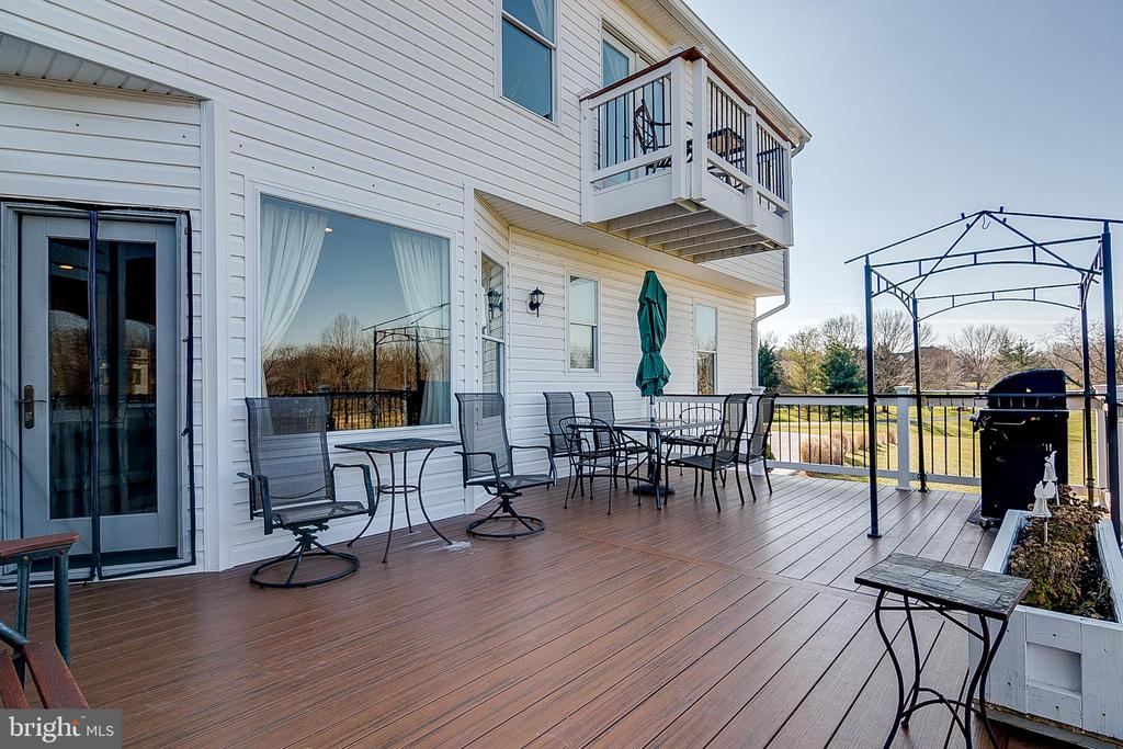 Composite decking - 42070 SADDLEBROOK PL, LEESBURG