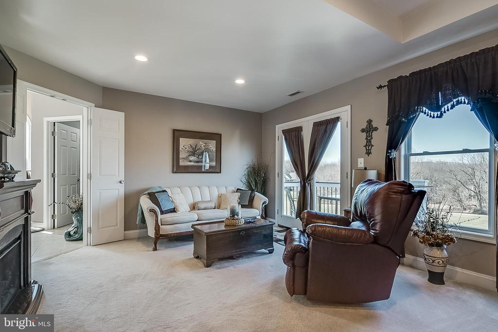 Sitting area leads to private balcony - 42070 SADDLEBROOK PL, LEESBURG