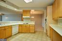 Plenty of cabinetry in the kitchen - 19350 MAGNOLIA GROVE SQ #407, LEESBURG