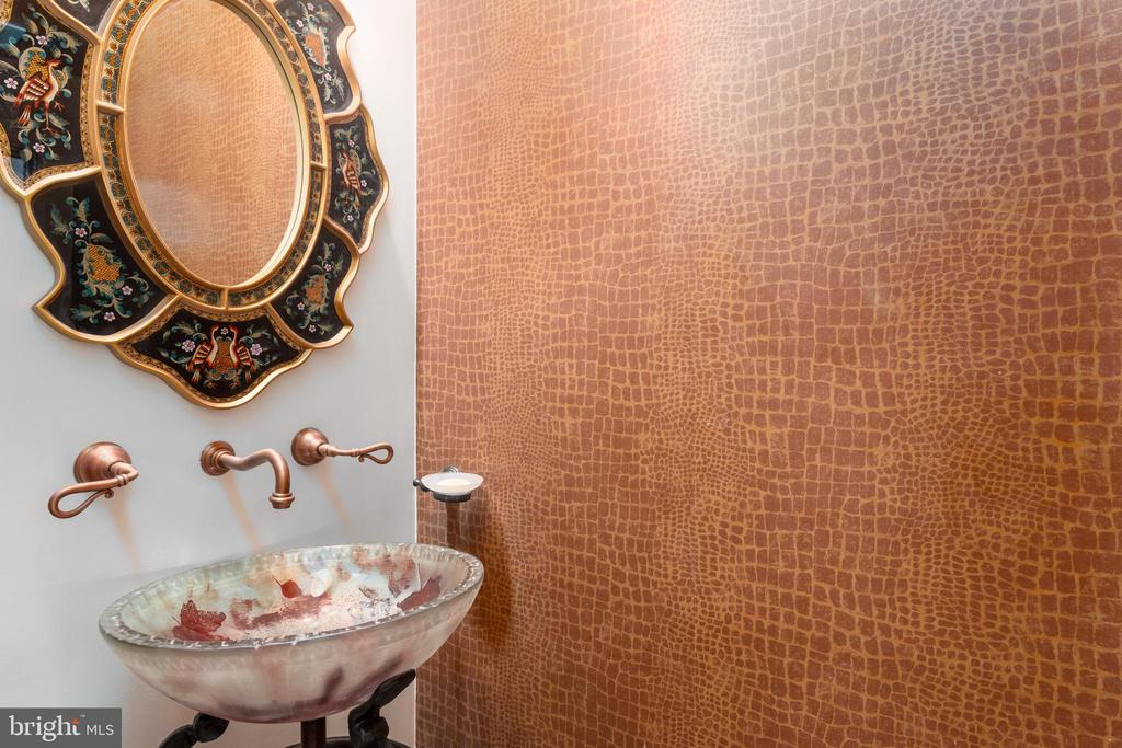 Entry Powder Room with Leather Embossed Paper - 1555 N COLONIAL TER #100, ARLINGTON