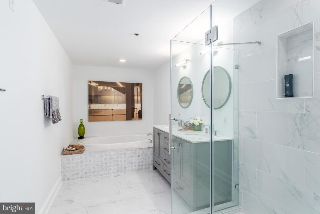 Brand New Spa Bath with Carrara Marble Pattern - 1555 N COLONIAL TER #100, ARLINGTON
