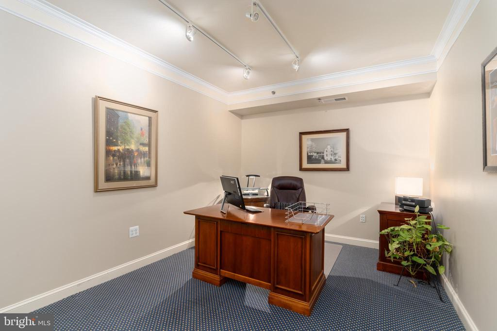 Dedicated Office Space - 1555 N COLONIAL TER #100, ARLINGTON