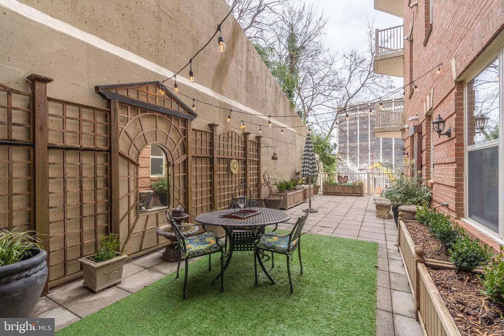 Private Terrace with 20 FT Trellis, Wall Fountain - 1555 N COLONIAL TER #100, ARLINGTON