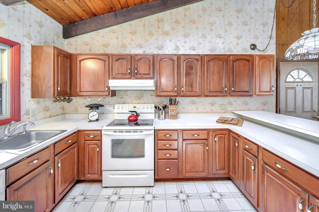 kitchen - 116 WASHINGTON ST, LOCUST GROVE