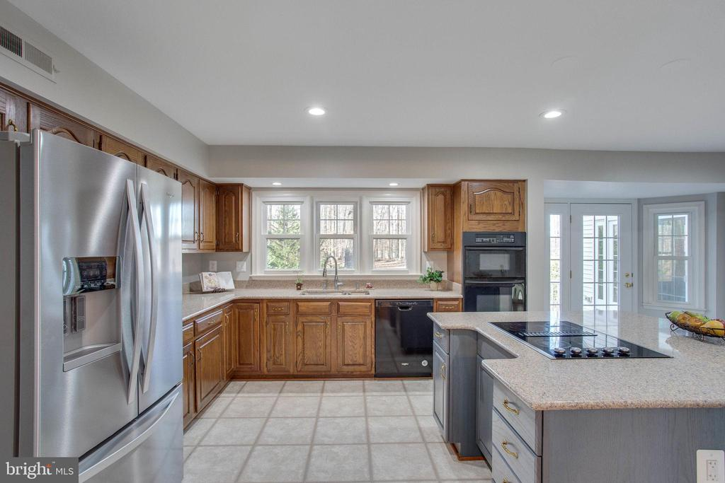 Now, this is a kitchen to dream of - 4510 MARQUIS PL, WOODBRIDGE