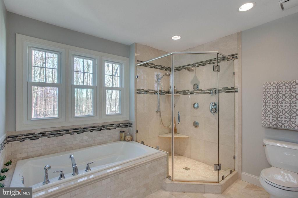 A Special Spa Setting ... Ready for a Soak - 4510 MARQUIS PL, WOODBRIDGE