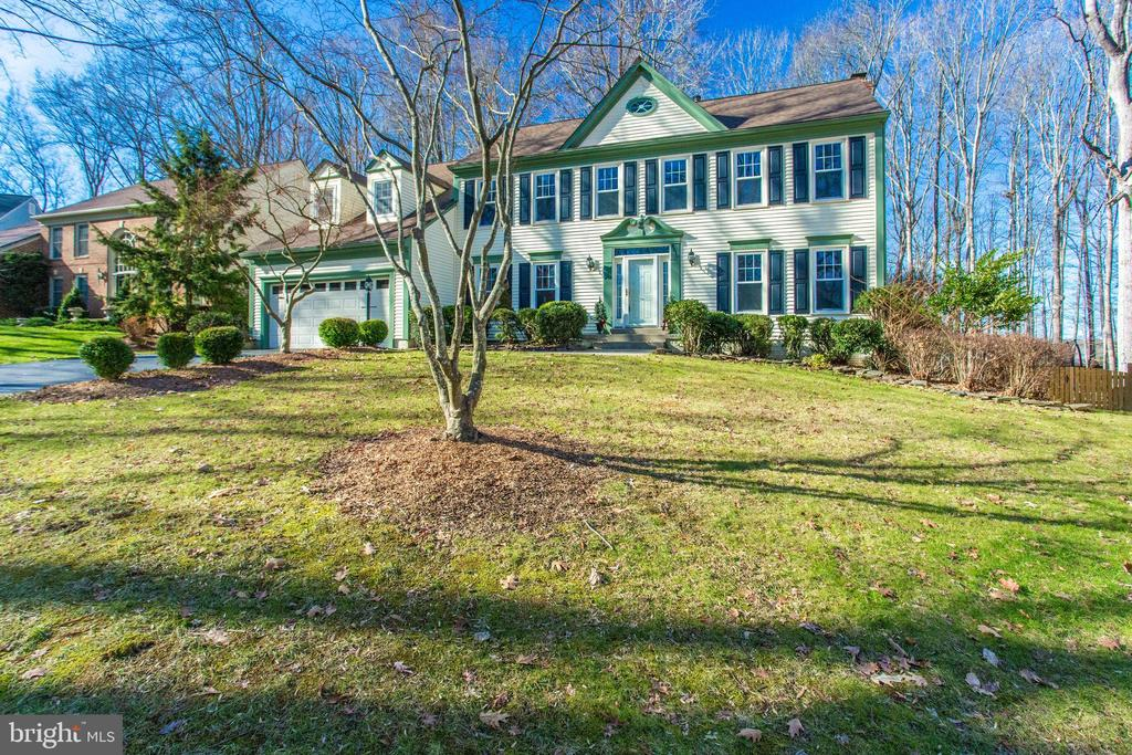 Beautifully sited on a hill overlooking the 'hood - 4510 MARQUIS PL, WOODBRIDGE