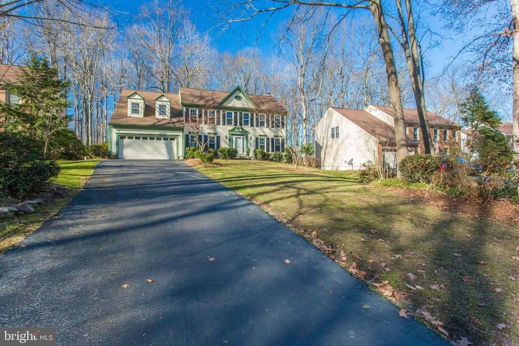 Set back with a long driveway - 4510 MARQUIS PL, WOODBRIDGE