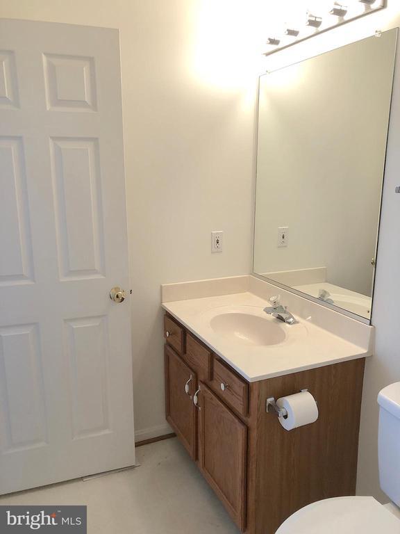 En-suite full bath, view 2 - 10503 GUILDERLAND CT, FREDERICKSBURG