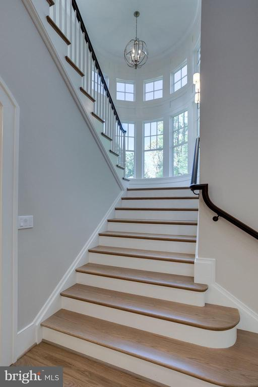 1609 Crestwood Lane - Foyer - 7008 BENJAMIN ST, MCLEAN