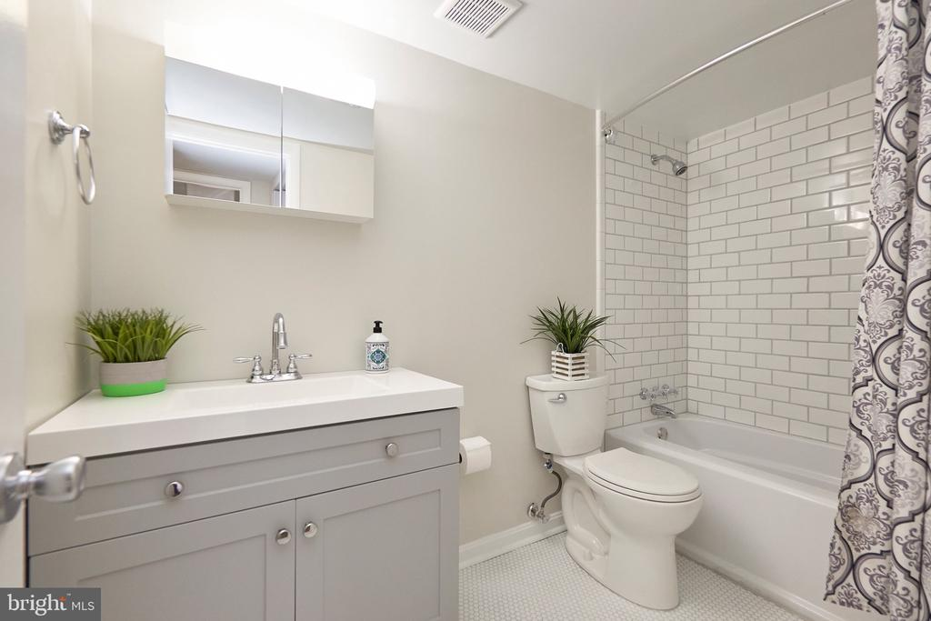 Main Bathroom, Completely Updated. - 5009 7TH RD S #102, ARLINGTON