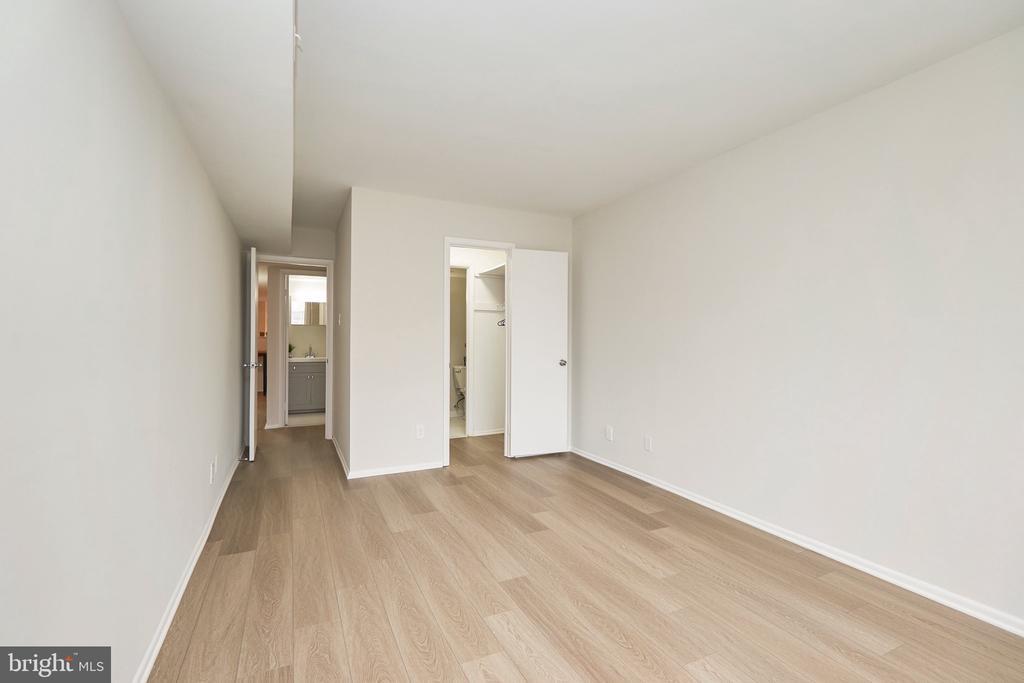 Bedroom #1 with Half-Bath and Walk-thru CLoset. - 5009 7TH RD S #102, ARLINGTON