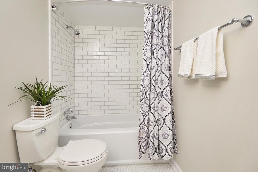Main Bathroom, modern, bright, white tiles. - 5009 7TH RD S #102, ARLINGTON