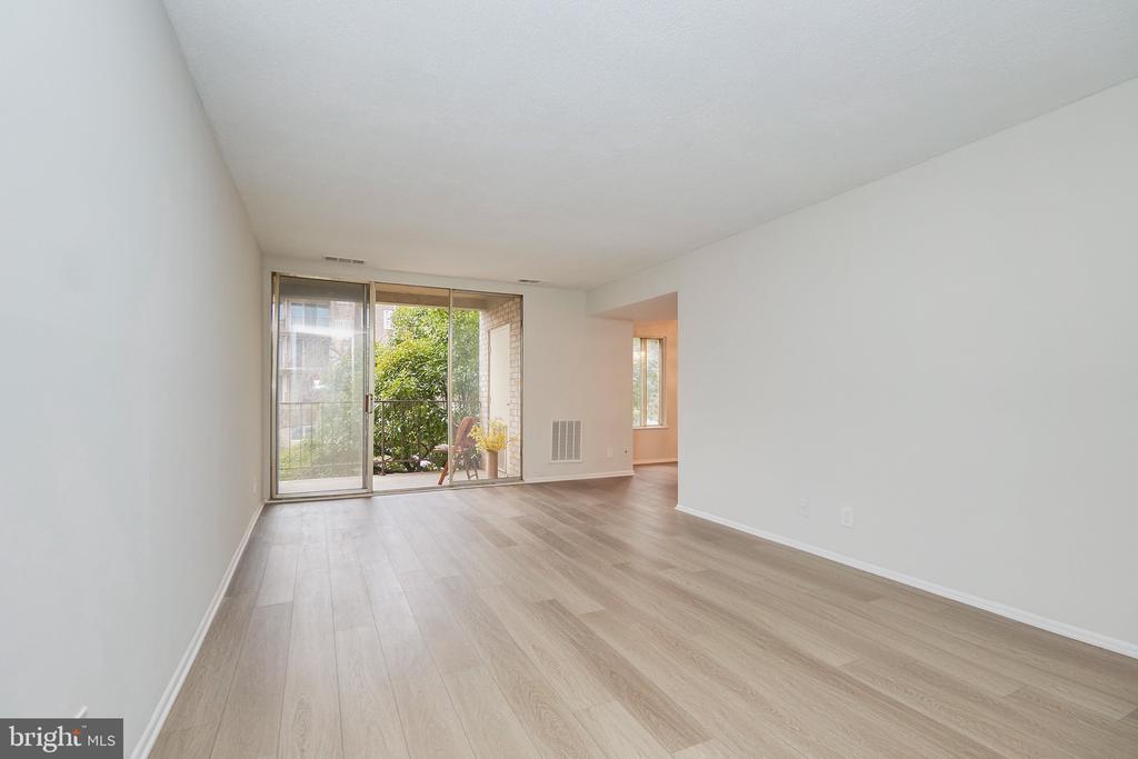 Beautiful New Wood Floors. - 5009 7TH RD S #102, ARLINGTON