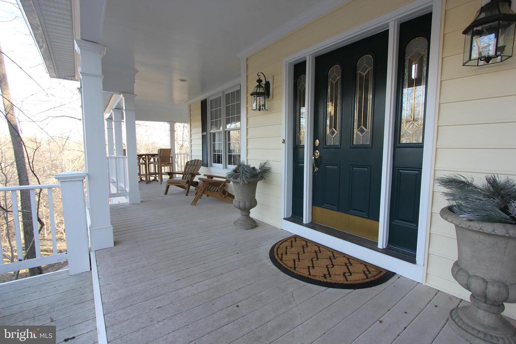 Front door - 6951 JEREMIAH CT, MANASSAS