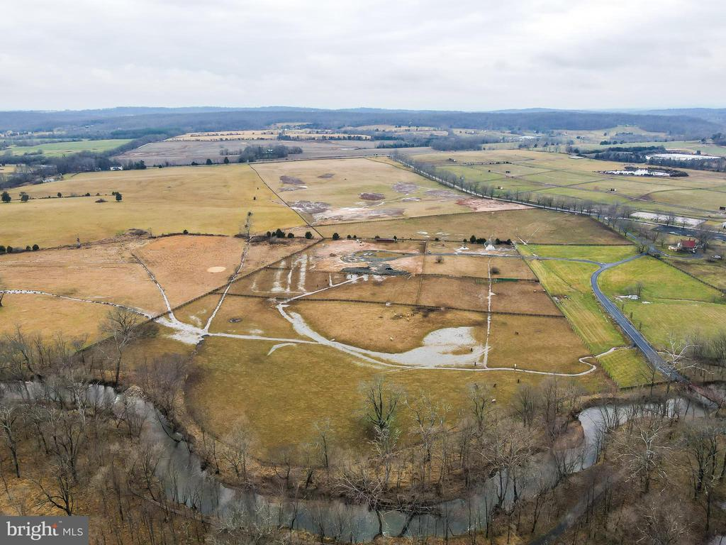 Views Far & Wide as the Eyes can See - 40543 COURTLAND FARM LN, ALDIE