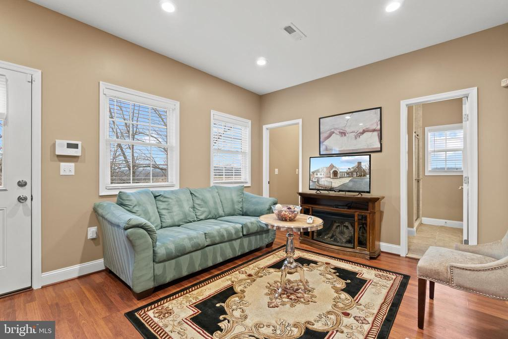 Guest House Sitting Area - 40543 COURTLAND FARM LN, ALDIE
