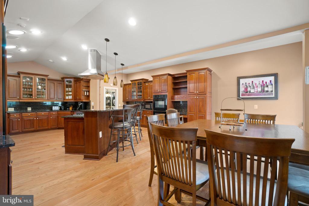 Eating Area in Kitchen - 40543 COURTLAND FARM LN, ALDIE