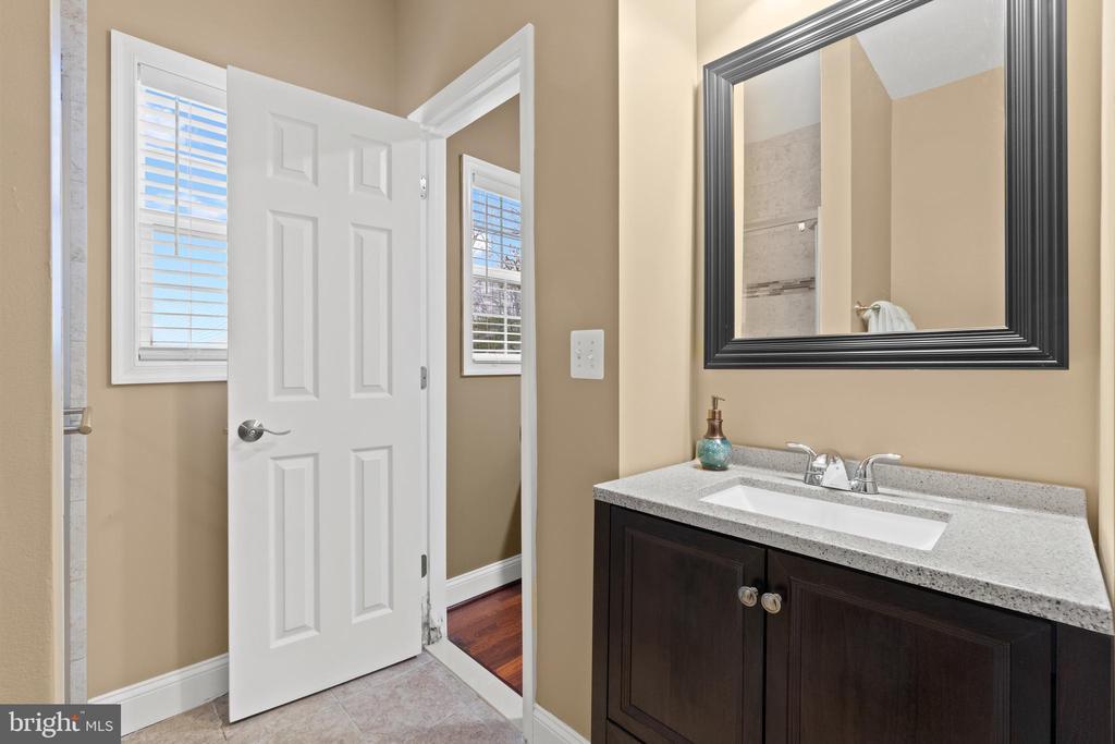Guest House Bathroom 1 - 40543 COURTLAND FARM LN, ALDIE