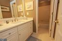 Upper level Full Bath - 6951 JEREMIAH CT, MANASSAS