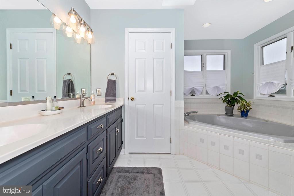 master bathroom - 13001 PENN SHOP RD, MOUNT AIRY