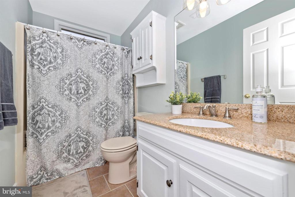 upstairs hall bathroom - 13001 PENN SHOP RD, MOUNT AIRY