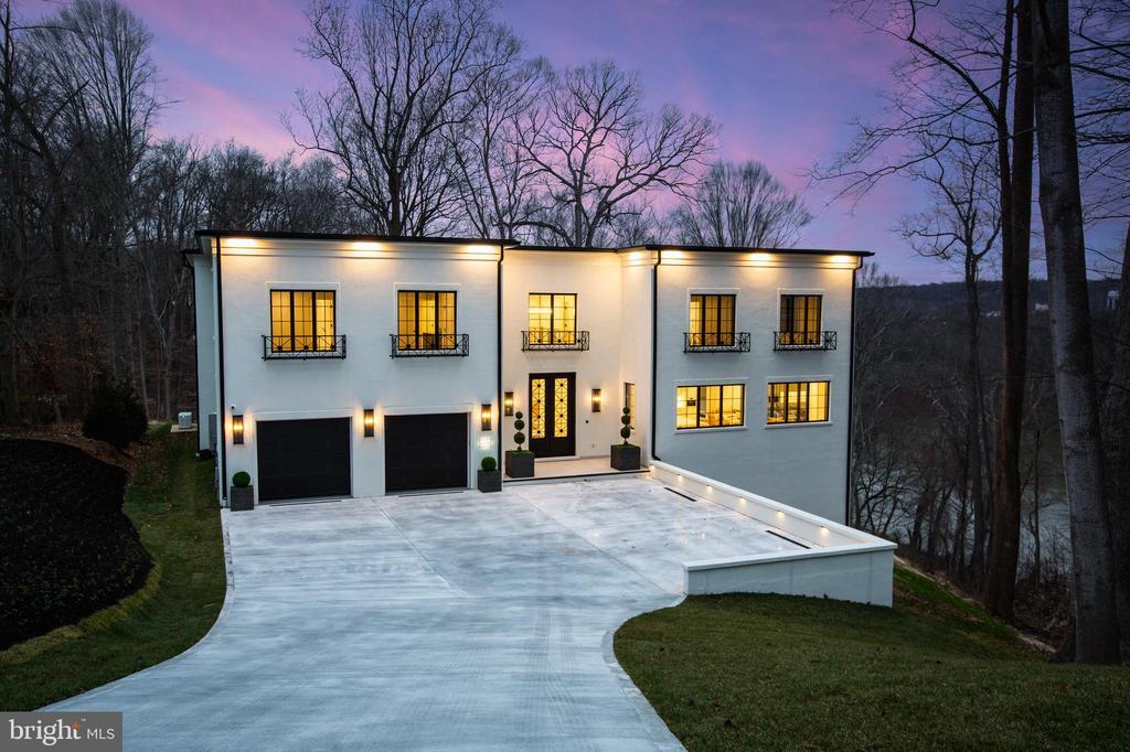 Rivercrest is a Neoclassical Villa - 620 RIVERCREST DR, MCLEAN