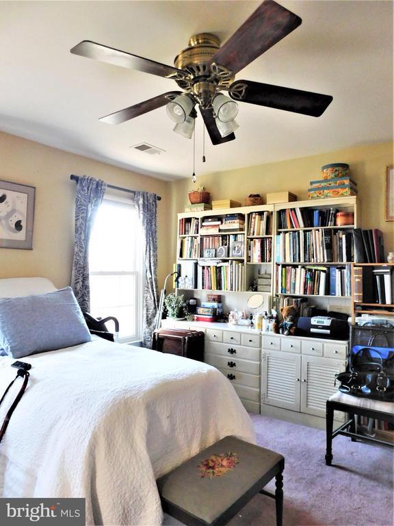 BEDROOM 4: LIGHTED CEILING FAN, PLUSH CARPETING - 333 CARDINAL GLEN CIR, STERLING