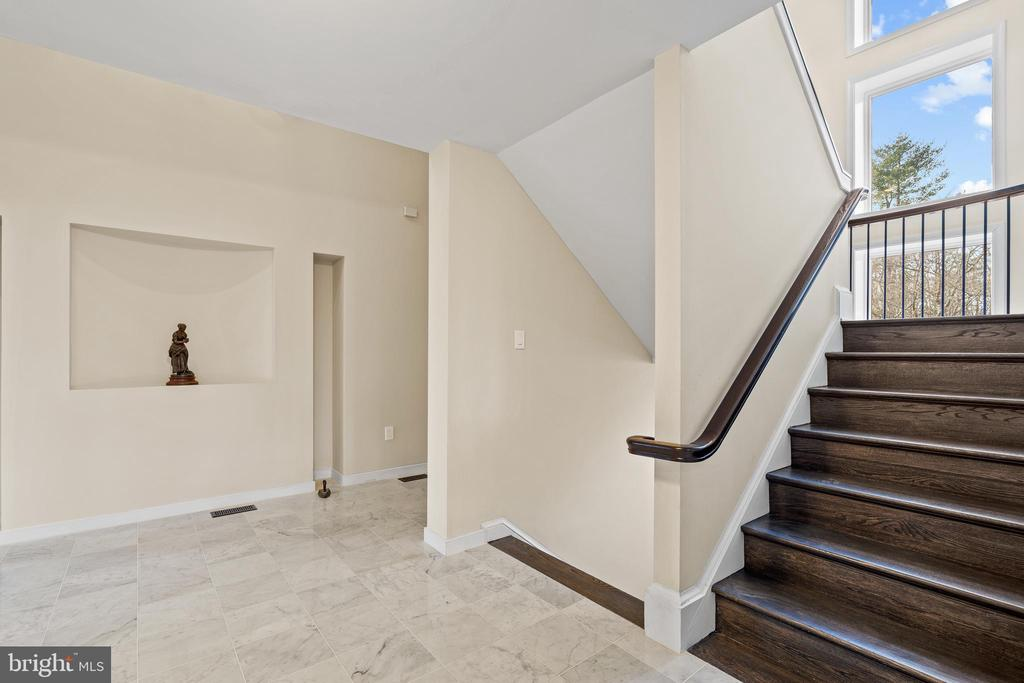Entry with stairway to upper and lower levels - 38853 MOUNT GILEAD RD, LEESBURG