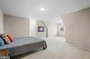 Upper level bedroom 2 with ensuite bath - 38853 MOUNT GILEAD RD, LEESBURG