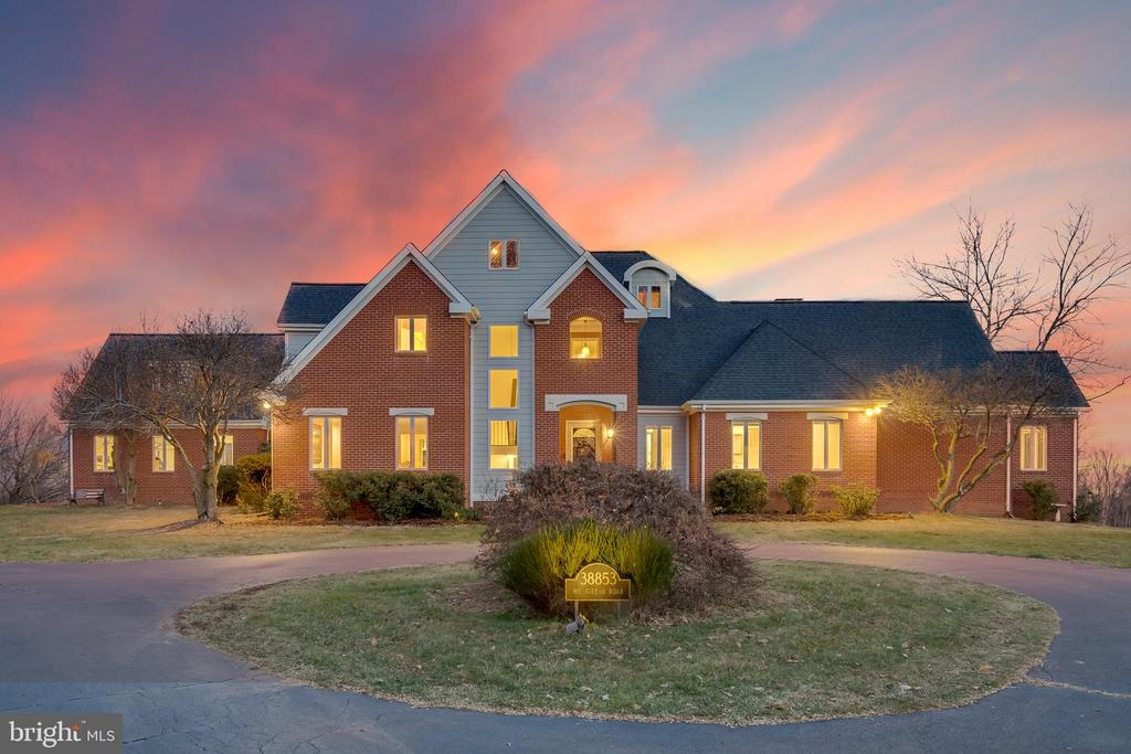 Spectacular custom built contemporary estate - 38853 MOUNT GILEAD RD, LEESBURG