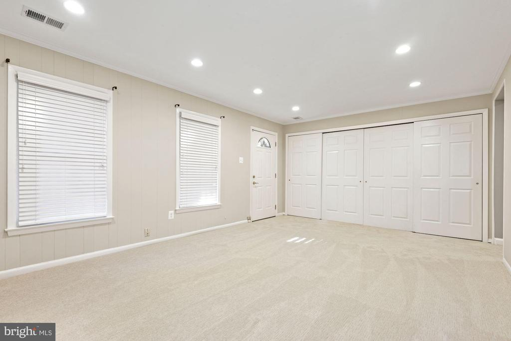 Brand new carpet throughout lower level - 3145 14TH ST S, ARLINGTON