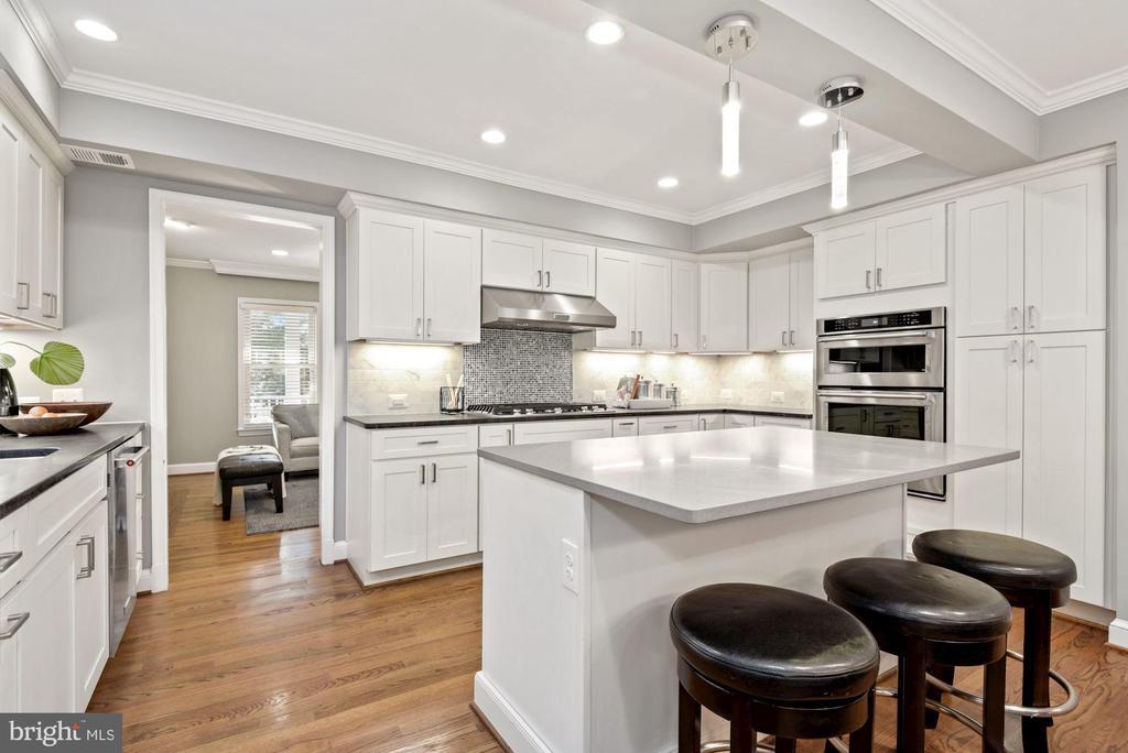 Generous cabinet space with pantry & super susan! - 3145 14TH ST S, ARLINGTON