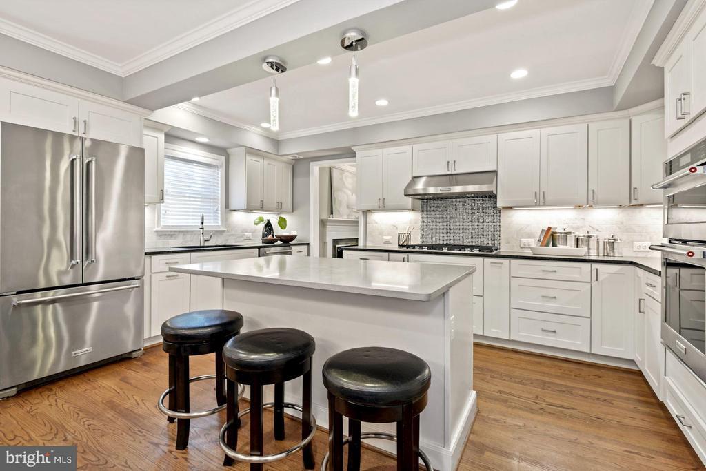 Quartz & granite counters with SS appliances - 3145 14TH ST S, ARLINGTON