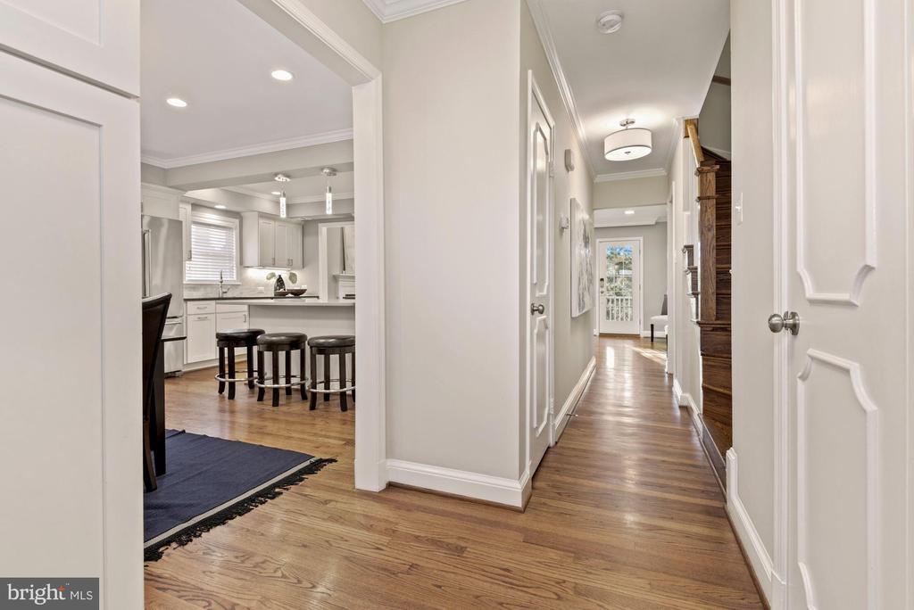 Welcoming foyer with beautiful hardwood floors - 3145 14TH ST S, ARLINGTON