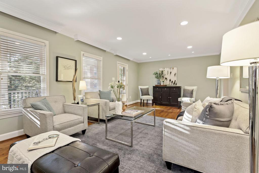 Light-filled living space - 3145 14TH ST S, ARLINGTON