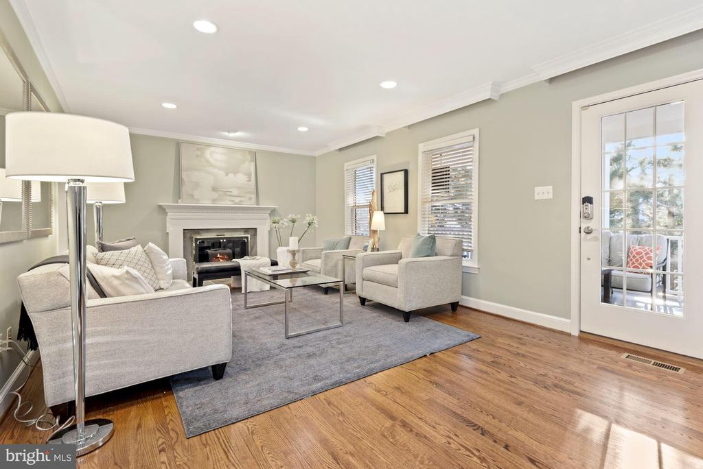 Living Room with cozy gas fireplace - 3145 14TH ST S, ARLINGTON