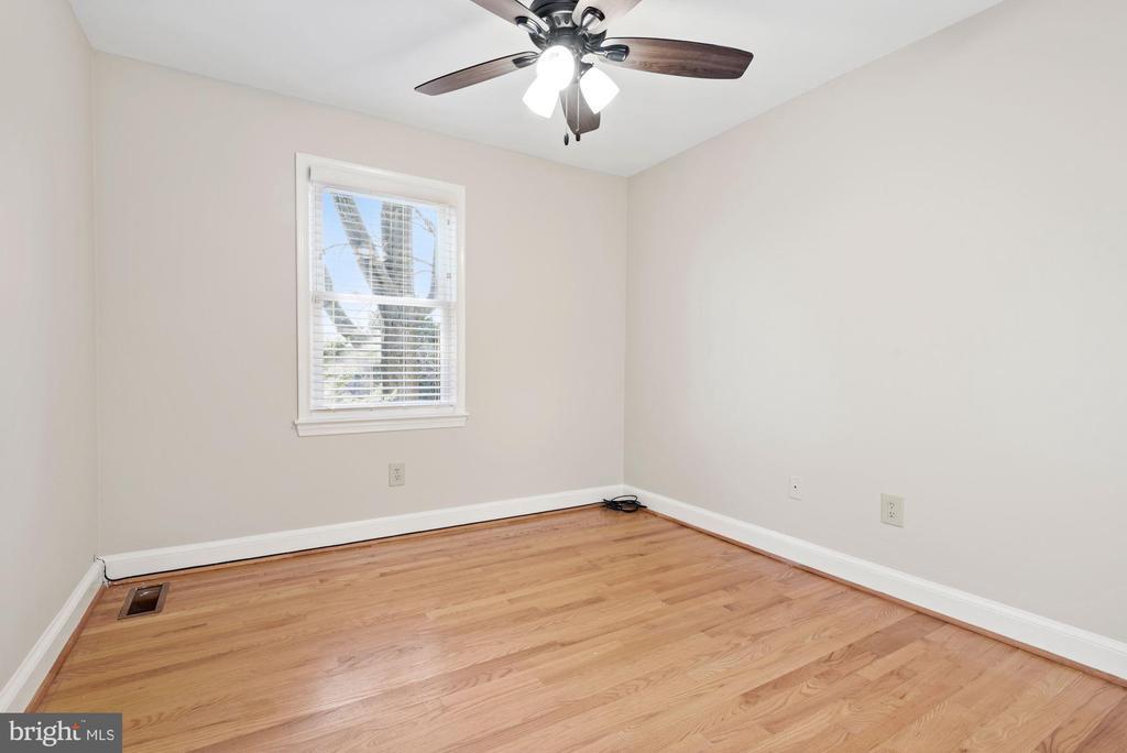 Beautiful hardwoods on upper level - 3145 14TH ST S, ARLINGTON