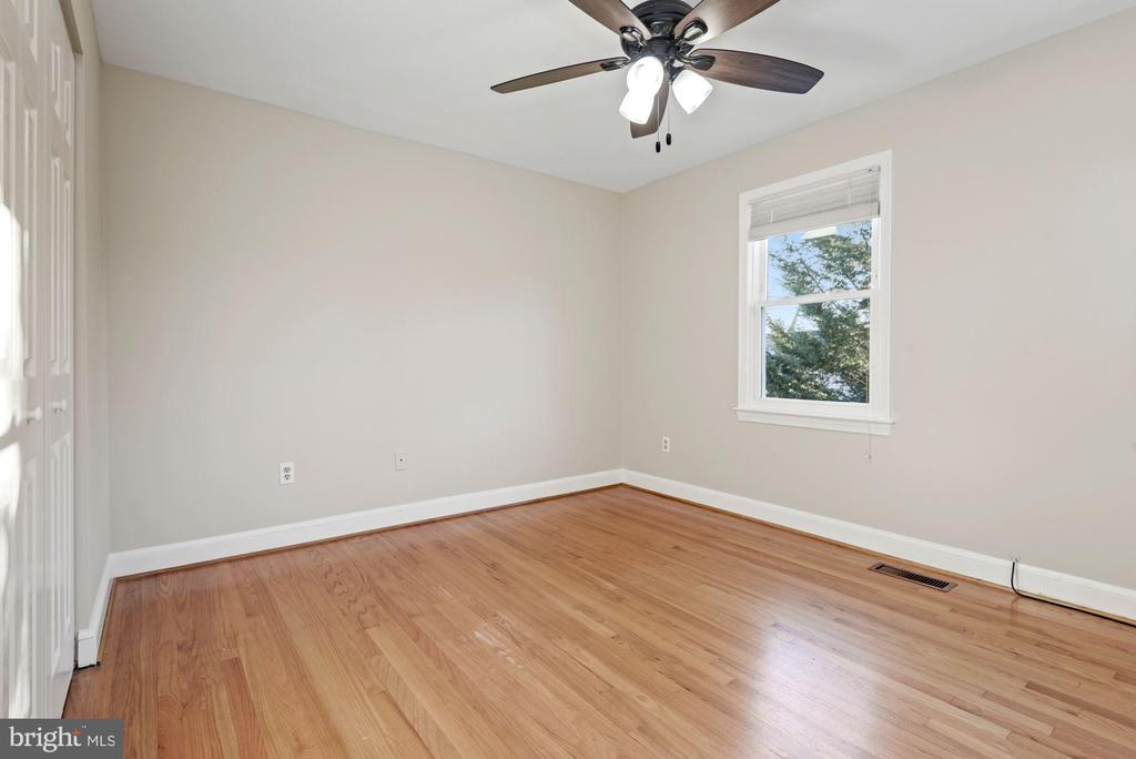 Three spacious bedrooms on upper level - 3145 14TH ST S, ARLINGTON