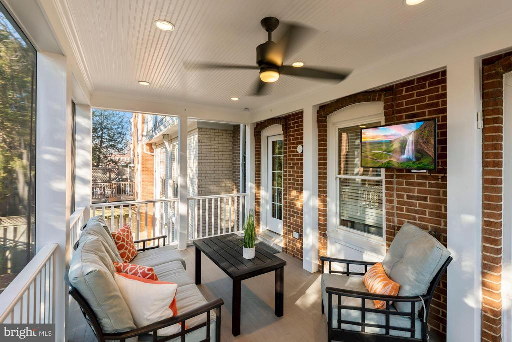 Wonderful additional living space - 3145 14TH ST S, ARLINGTON