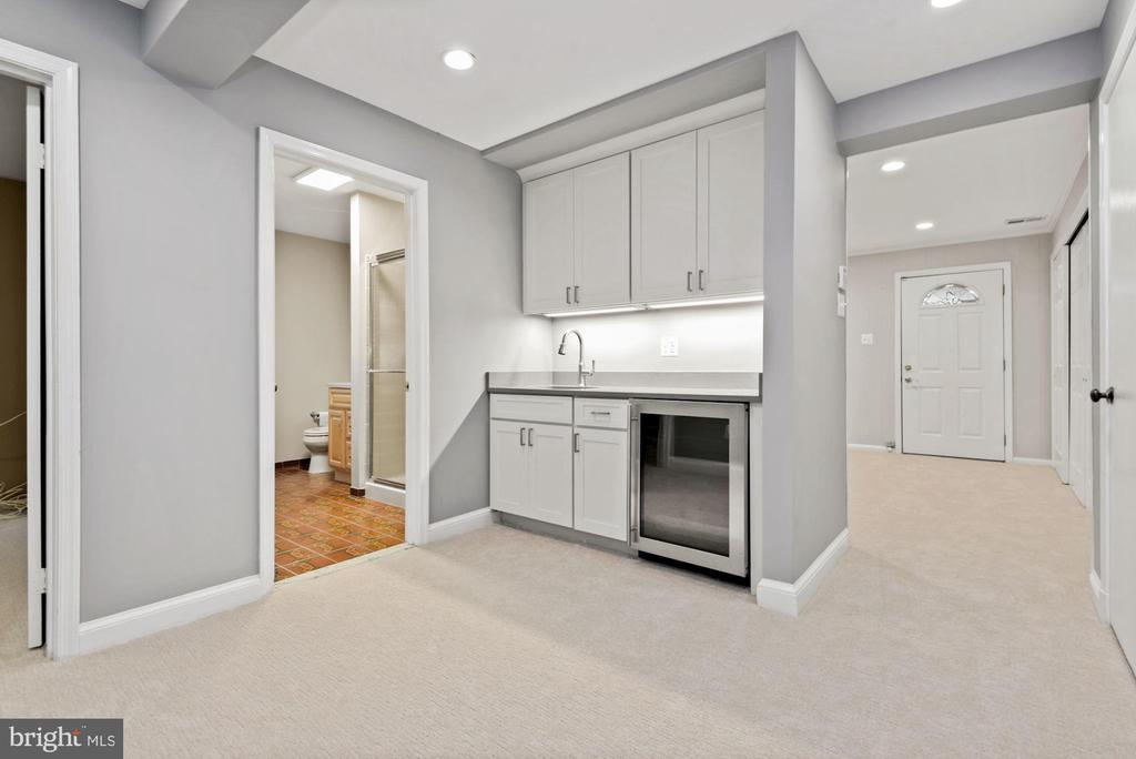 Lower level with wet bar and 2nd beverage fridge - 3145 14TH ST S, ARLINGTON