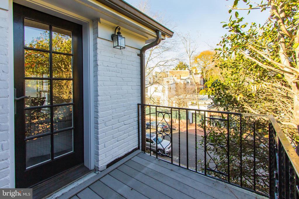 Balcony Tree-Top Views - 2816 O ST NW, WASHINGTON