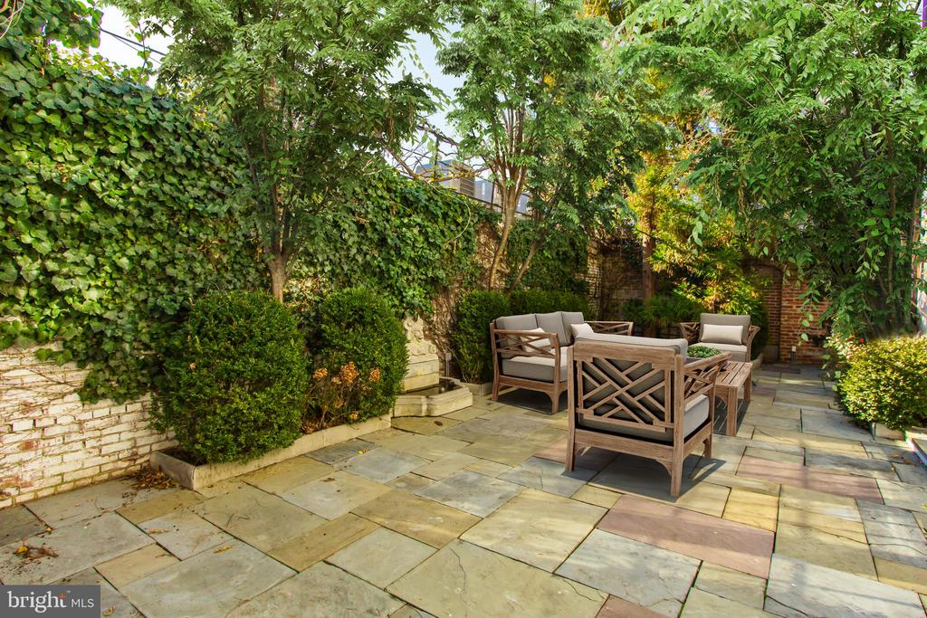 Tranquil Terrace with Water Features - 2816 O ST NW, WASHINGTON